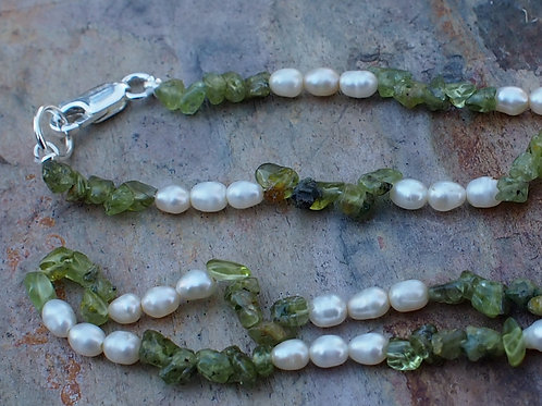 Peridot and freshwater pearls necklace