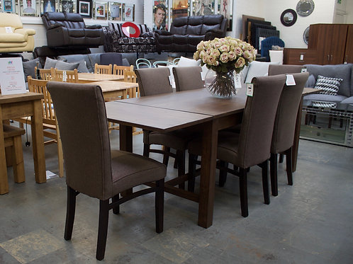 Extendable table & 6 chairs