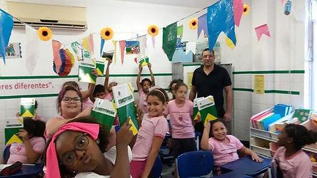Entrega das Constituições para as alunas do Orfanato