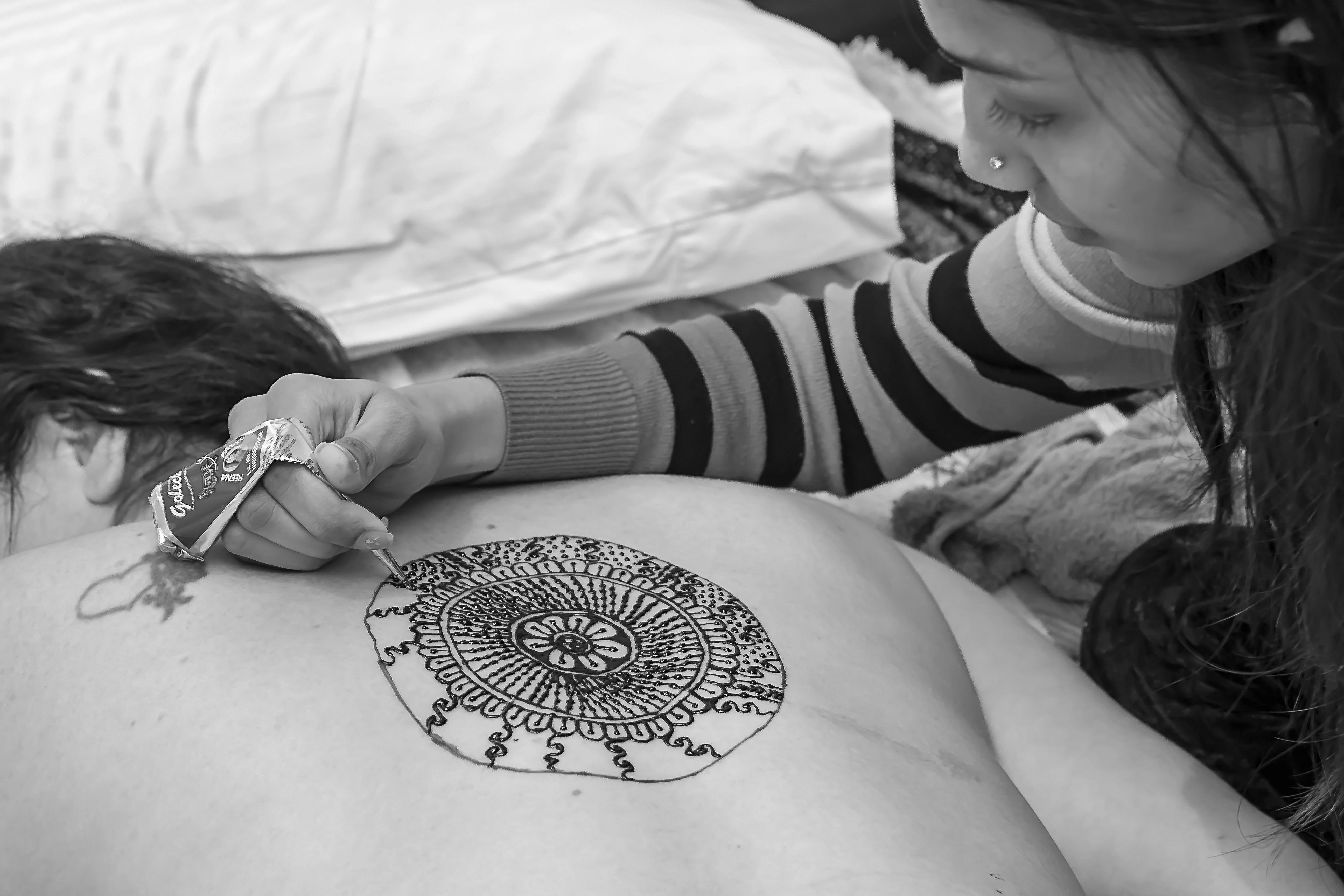 Simone henna painting