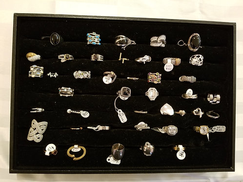 Assorted rings. New. LOT 9