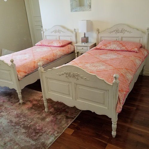 Lot 43 - Pair of Twin Beds