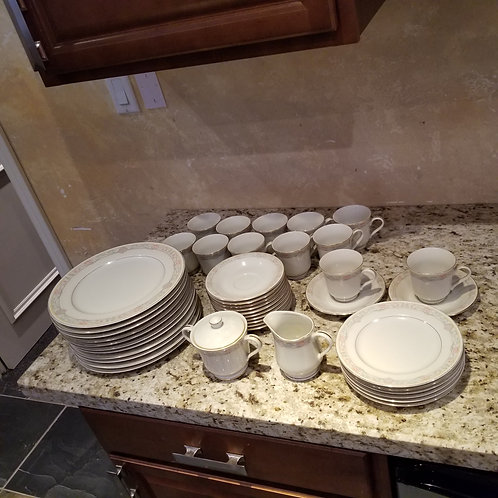 Lot 27 - Dishes