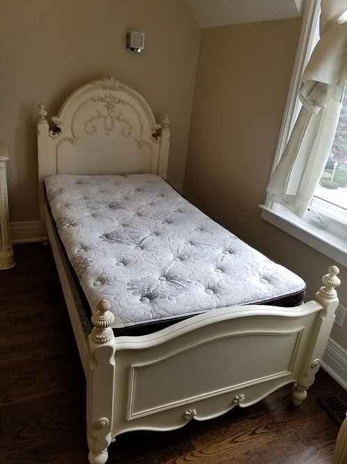 Bedroom Set in creamy ivory colour (Lot 55)
