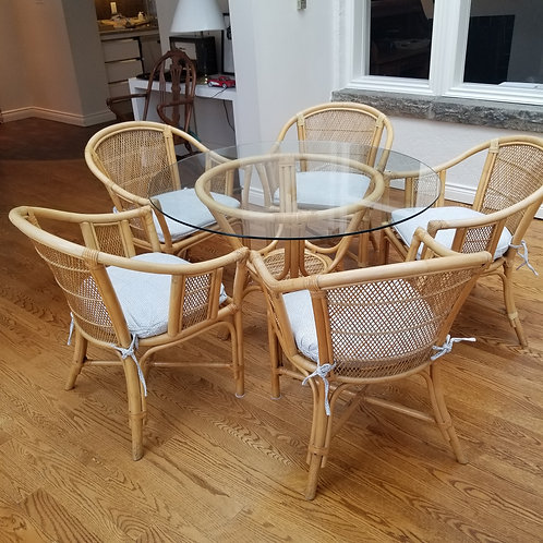 Lot 4 Table & 5 chairs