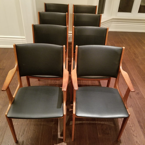 Set of 8 Chairs Lot 47