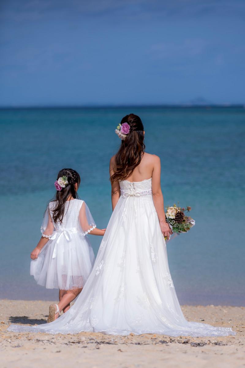 沖縄フォトウエディング ビーチフォトのお花のヘアピース