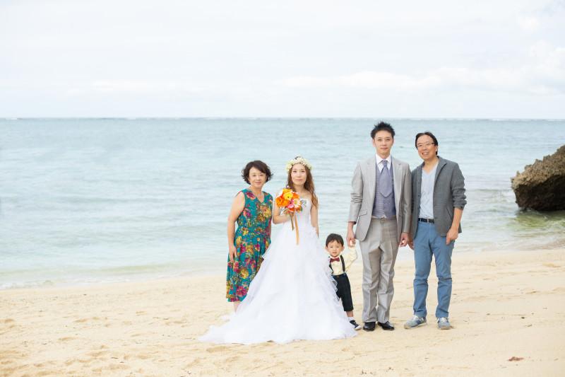 沖縄恩納村 フォトウェディング ファミリービーチフォト 3世代