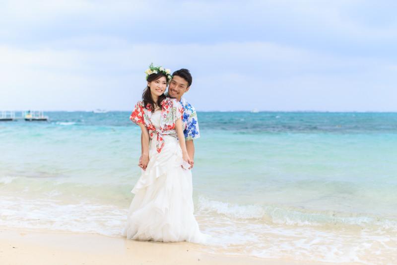 沖縄フォトウエディング ビーチフォト 家族でウォーターショット