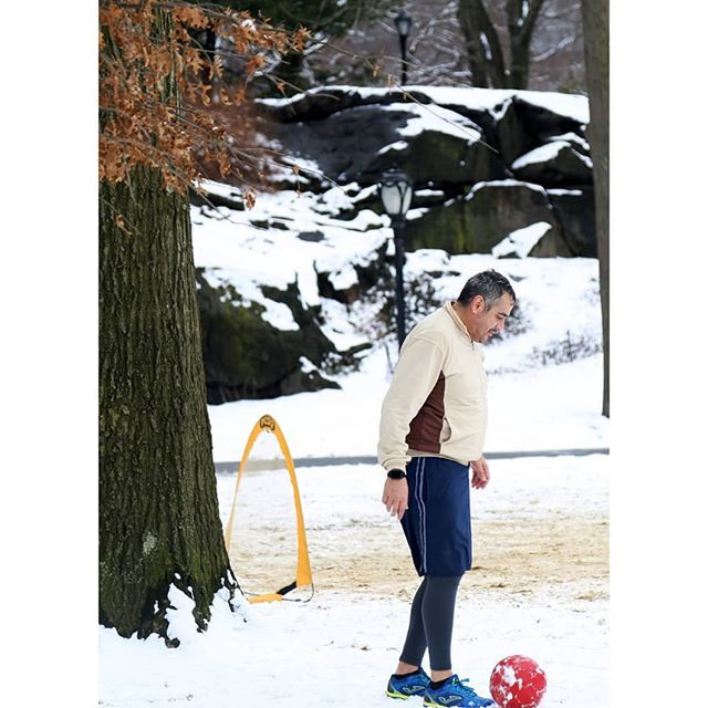 Snow, men, ball.jpg