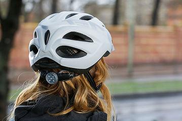 задний фонарь на шлеме водителя электросамоката