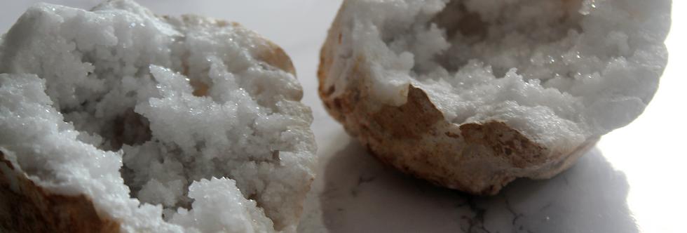 8cm White Quartz Geode