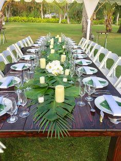 Feuille de palmier en chemin de table