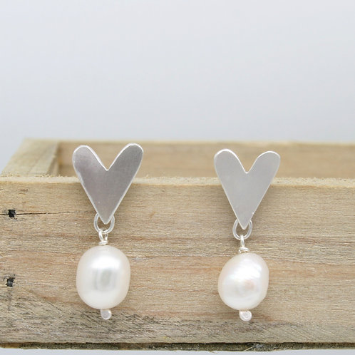 Silver Pearl Earrings - Clustdlysau Perl ac Arian