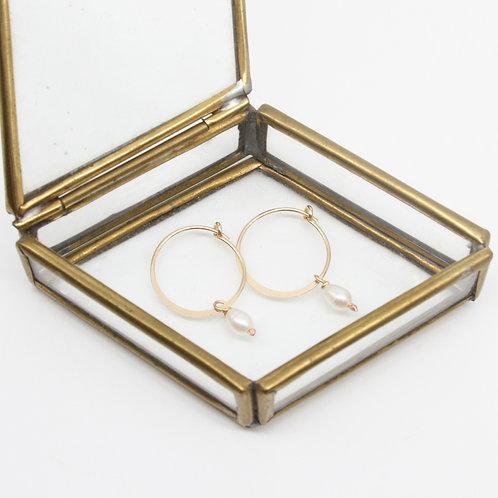 Mini Pearl Hoop Earrings - Clustdlysau Perl Bach