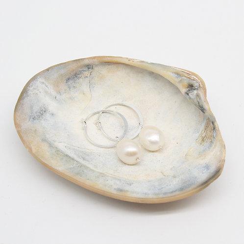 Silver Pearl Hoop Earrings - Clustdlysau Perl Arian