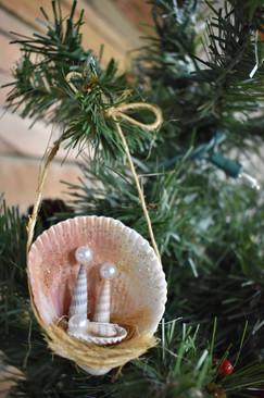 Clam Shell Nativity