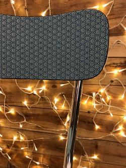 Chaise Formica recouvert d'un tissu japo