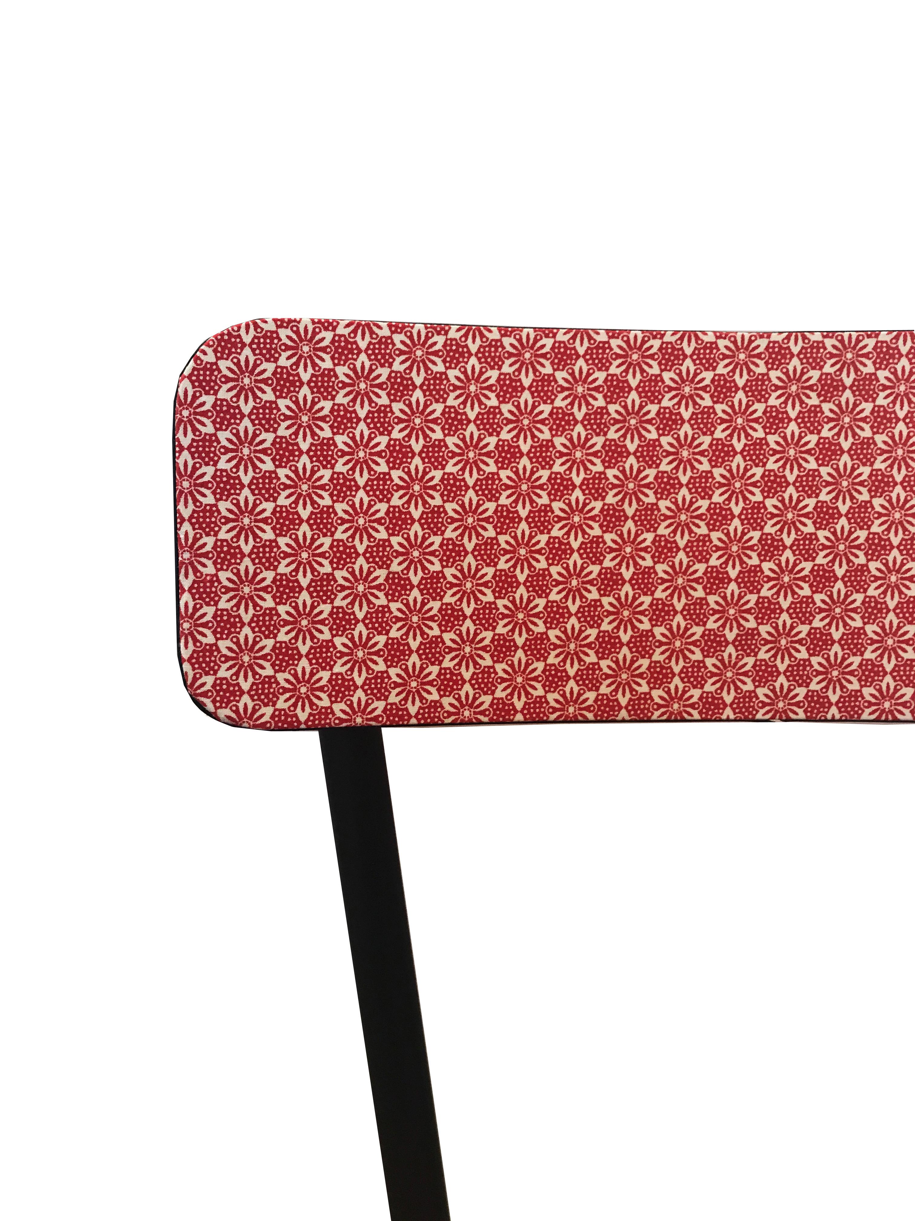 chaise-fleurs-rouges