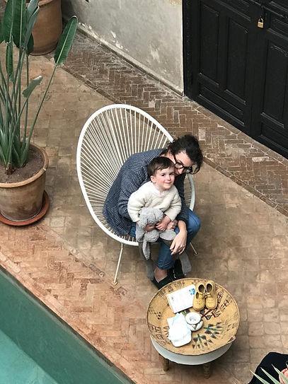 Riad Bab 54 - Maman et enfant au bord de
