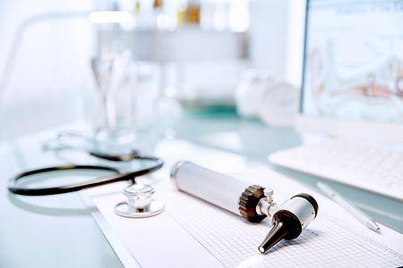 Skrivebord med stetoskop