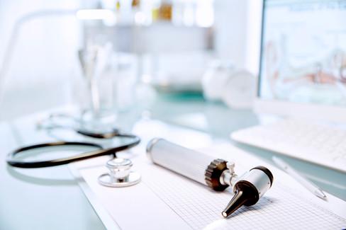 Scrivania con stetoscopio
