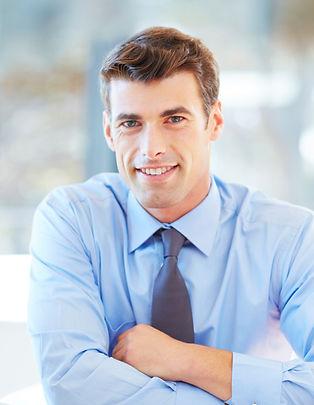 Jeune homme dans Smart Outfit