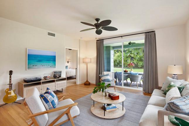 POIPU VACATION CONDO | LIVING ROOM