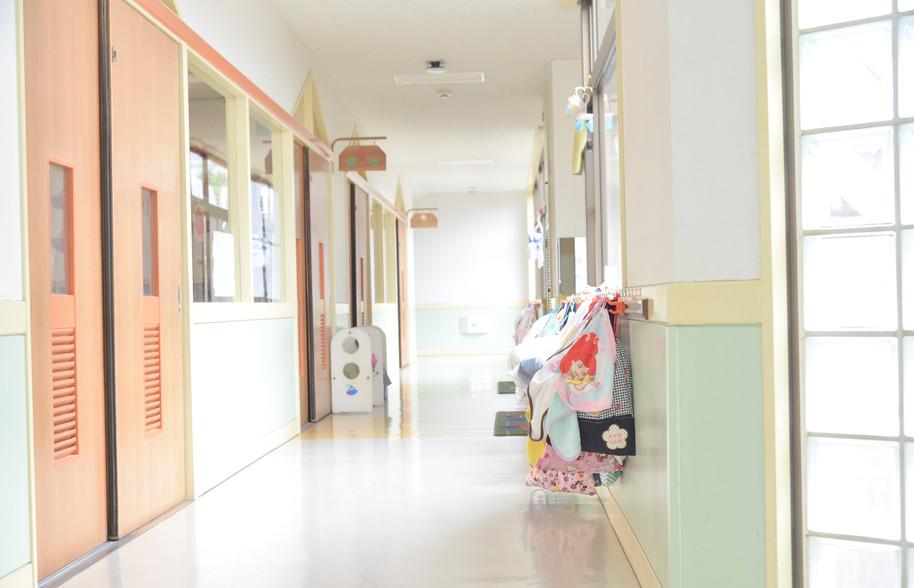日当たりの良い廊下