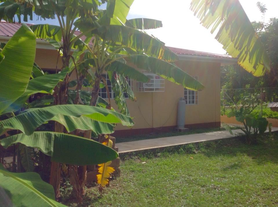 4 bedroom, 2 bathroom  Santa Elena.