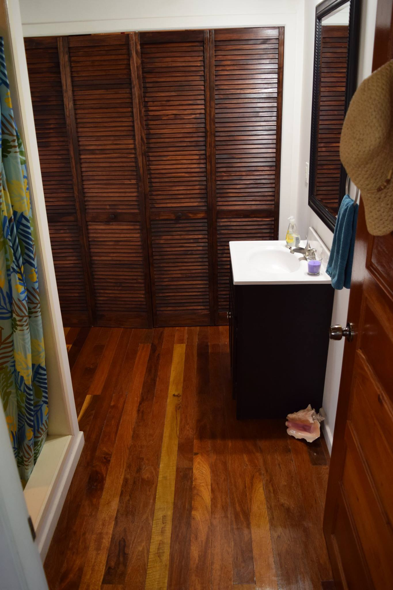 2 Bedroom, 2 Bathroom Wooden House