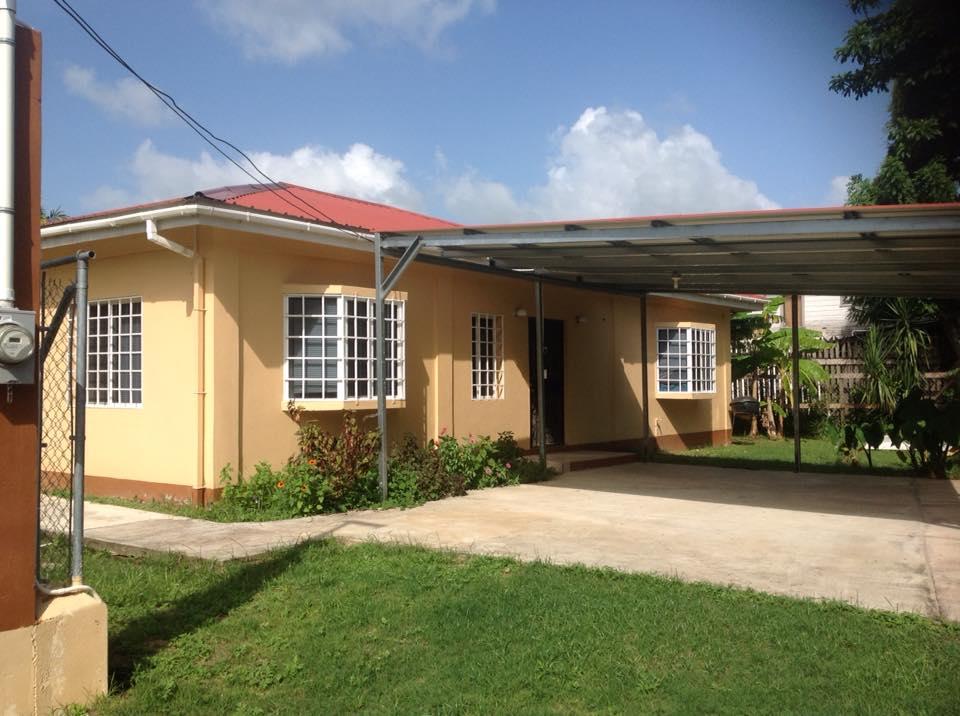 4 bedroom, 2 bathroom Santa Elena
