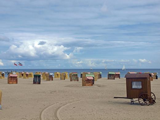 beach-561748_1920.jpg