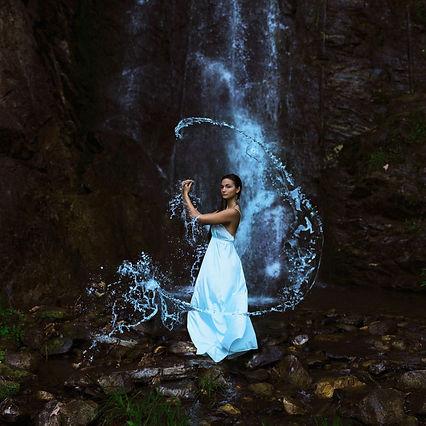 Sarah-Ann-Loreth-The-Water-Bearer-1024x1
