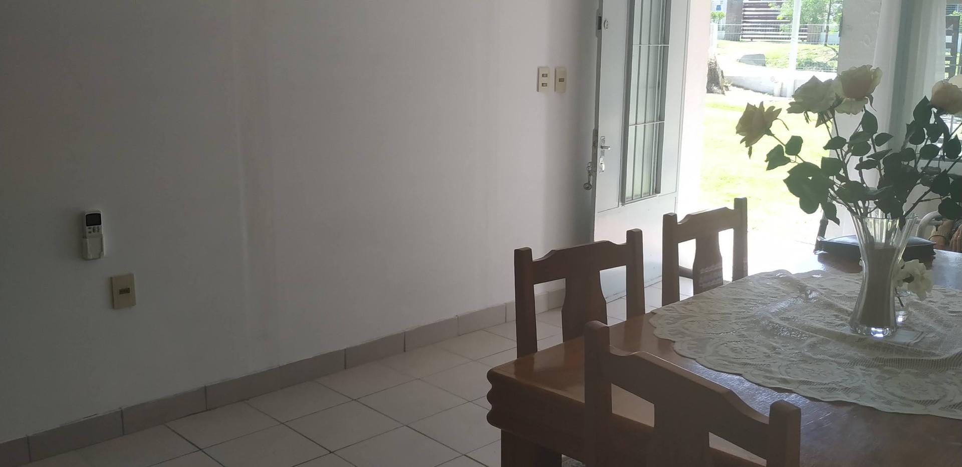 Living comedor vista hacia la entrada