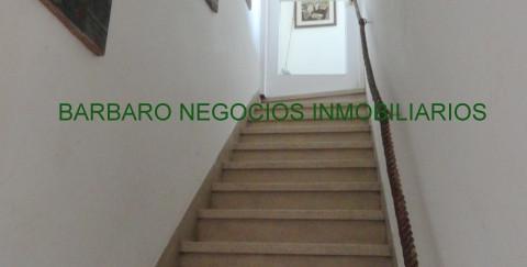 Escalera de acceso a la casa