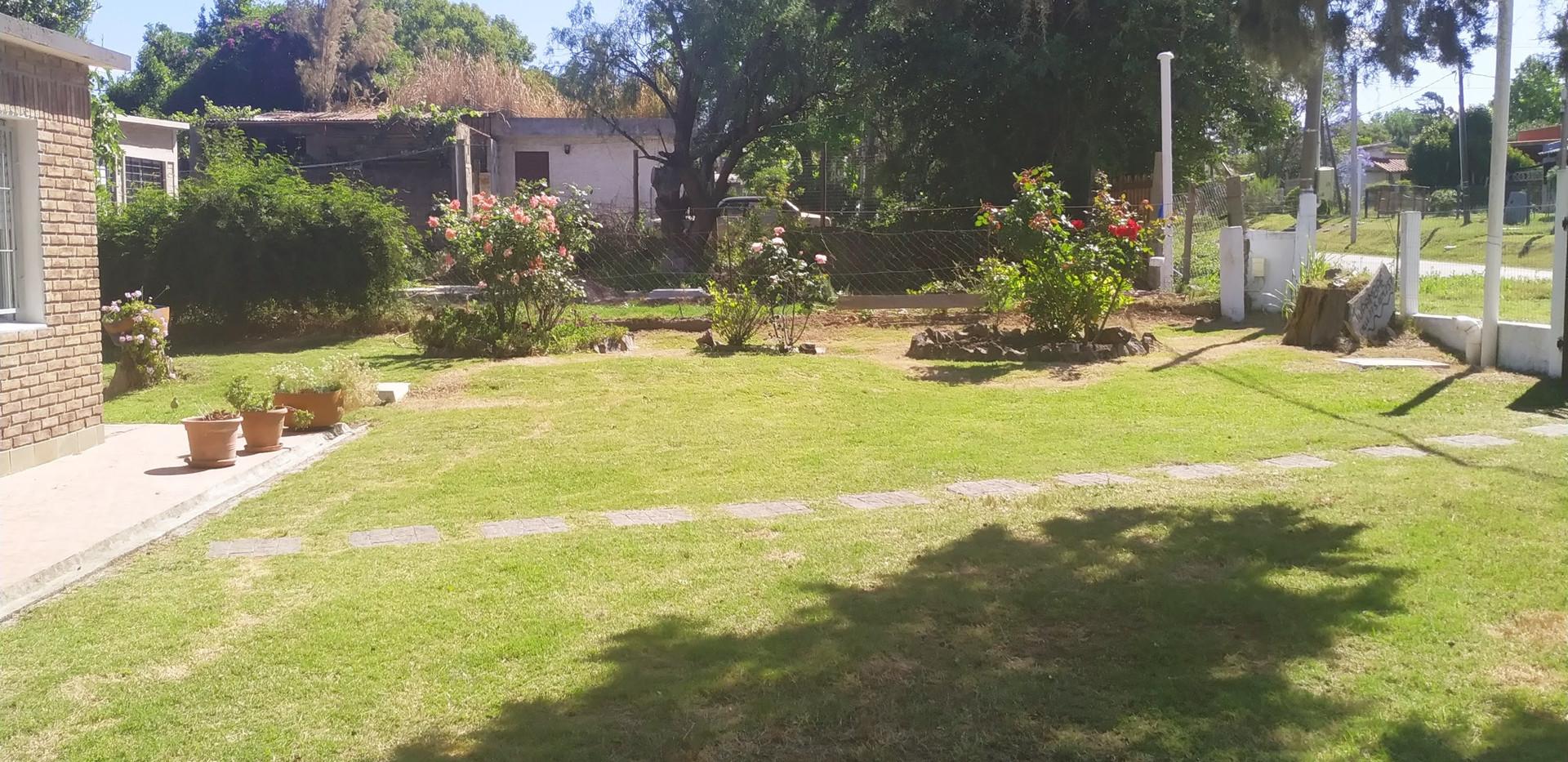 Precioso jardín al frente