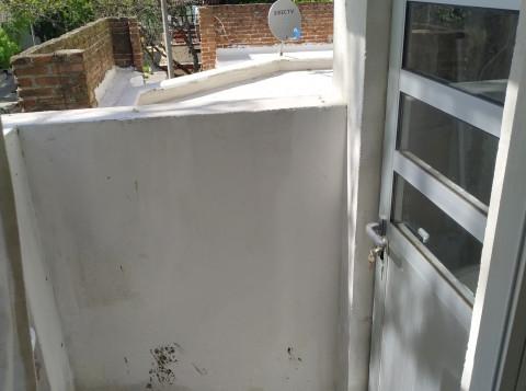 Terraza con lugar cerrado para lavarropa