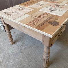 Table en caisse à vins sur mesure