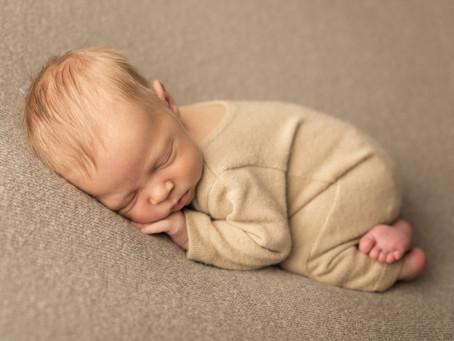 Troppo piccoli per essere modelli? O perché il servizio fotografico newborn si svolge preferebilment