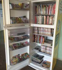 Grupo instala 'geladeira literária' em hospital
