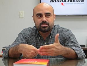 AUXÍLIO AO PRÓXIMO: Advogado reverte venda de livro para ajudar crianças carentes