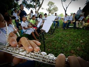 Na zona rural de Chapada, crianças aprendem sobre disciplina e solidariedade através da música