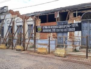Em ruínas há três meses, Gráfica Pepê não tem previsão de reforma