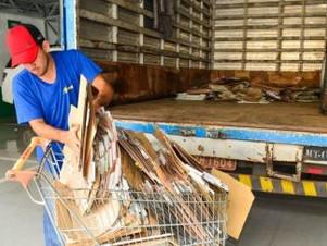 Prefeitura repassa quase meia tonelada de papel para cooperativa de reciclagem