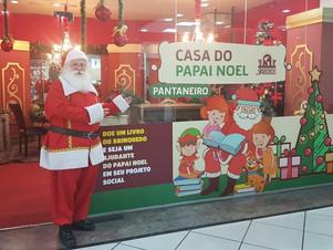 Papai Noel Pantaneiro arrecada livros e presentes para Natal de comunidades ribeirinhas
