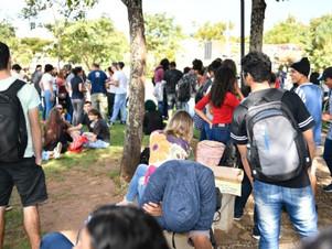 Em Greve Geral, manifestantes se reúnem na UFMT contra cortes da Educação