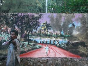 Artista de rua desabrigado pinta murais usando folhas, lama e pigmentos naturais