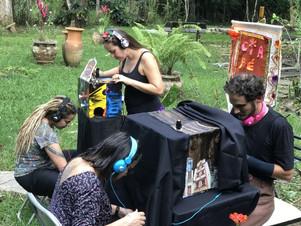 Companhia leva teatro de lambe-lambe para praças e ruas de Mato Grosso