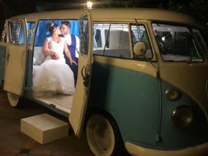 Fotógrafo restaura Kombi e a transforma em cabine que imprime imagens em eventos